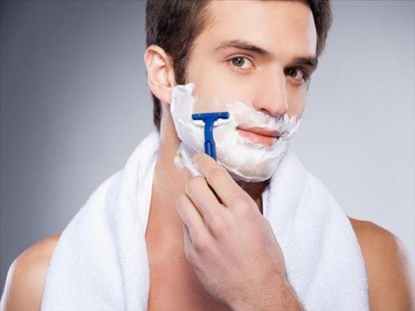 Bỏng rát do dao cạo râu-bệnh da liễu ở nam