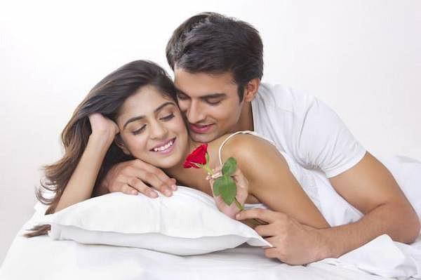 hôn nhau vào mỗi sáng làm tăng thêm tình cảm vợ chồng
