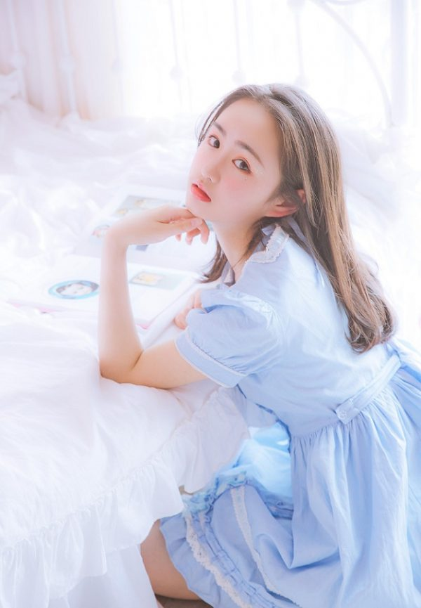 Hot girl 10x Trung Quốc khoe vẻ đẹp ngây thơ