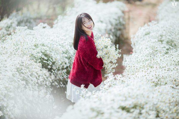 khoảnh khắc chụp tại vườn đào Nhật Tân của hot girl Kiều Trinh