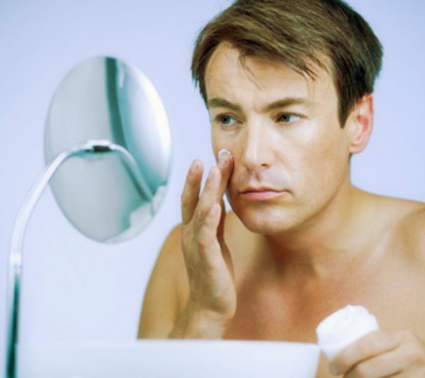 kem dưỡng ẩm- mỹ phẩm có thể gây hại cho nam