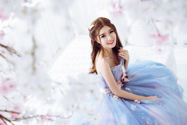 Lilly Luta trong bộ váy cưới xanh ngọc