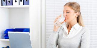 dân văn phòng nên uống nhiều nước
