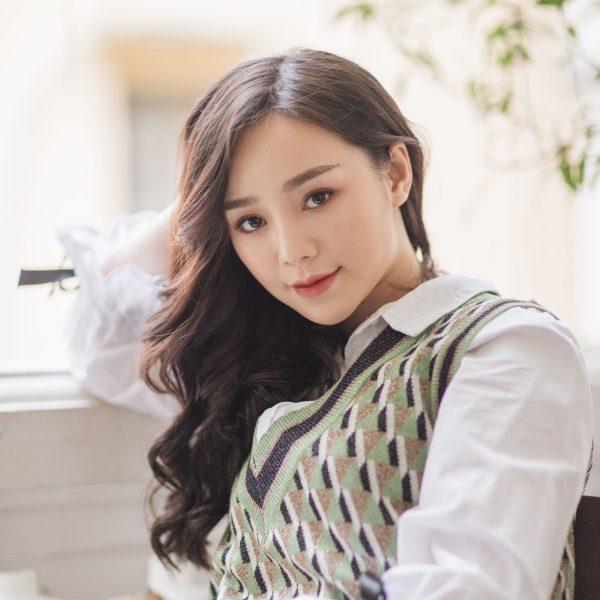 Ngắm nhan sắc của hot girl Quỳnh Kool
