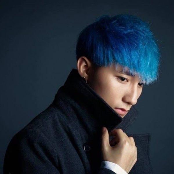 Tóc nhuộm màu xanh dương