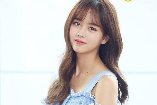 """nhan sắc đẹp """"không góc chết"""" của Kim So Hyun"""