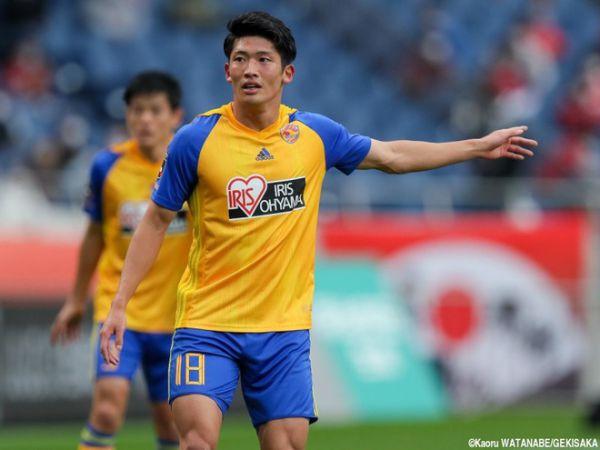 Tin bóng đá 21/10: Cầu thủ Nhật Bản bị cắt hợp đồng vì hành hung