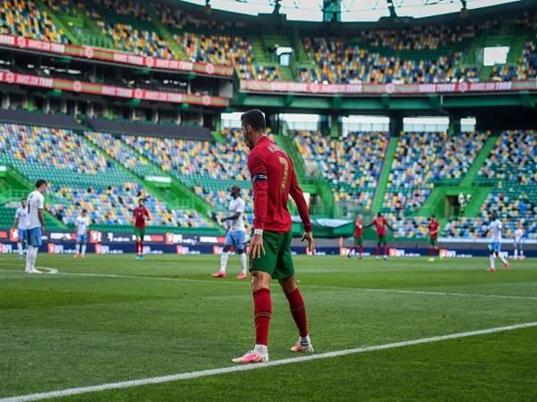 Bóng đá QT 10/6: Ronaldo chỉ còn cách kỷ lục của Ali Daei 5 bàn
